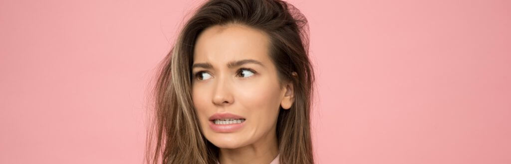 Juckende Kopfhaut bei Haarausfall - was hilft?